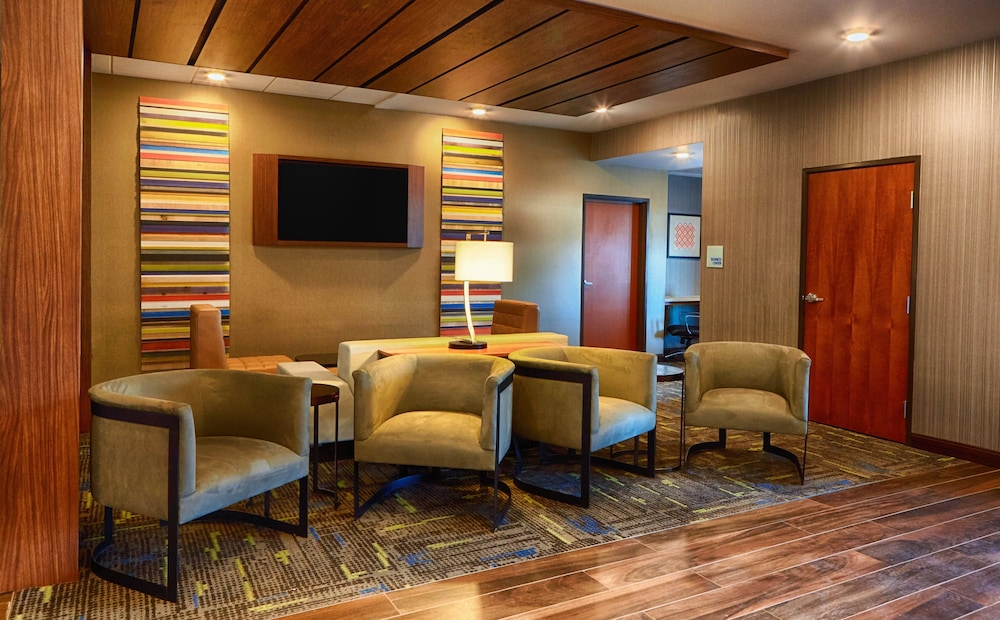 Lobby, Holiday Inn Express Bordentown - Trenton South, an IHG Hotel