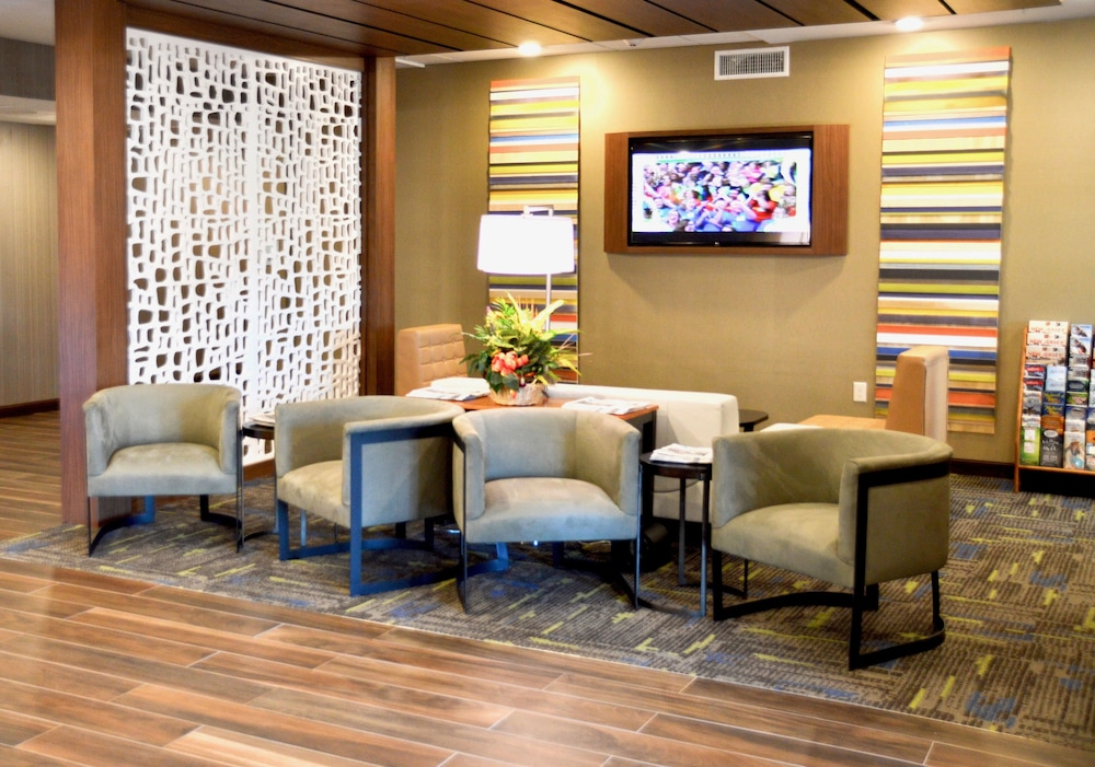 Lobby Sitting Area, Holiday Inn Express Bordentown - Trenton South, an IHG Hotel