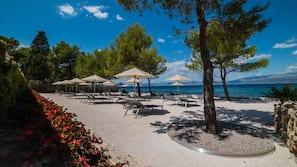 Private beach nearby, white sand, beach umbrellas, beach towels