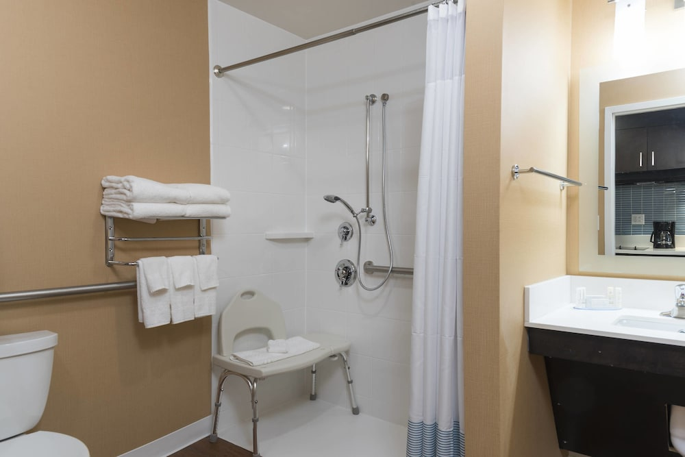 Bathroom, TownePlace Suites by Marriott Mansfield