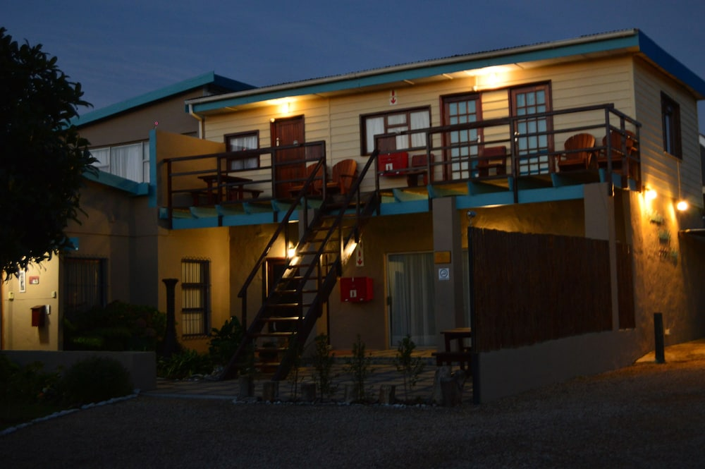 Front of Property - Evening/Night, Fisherhaven Traveller's Lodge