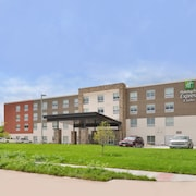 Holiday Inn Express & Suites Omaha Airport