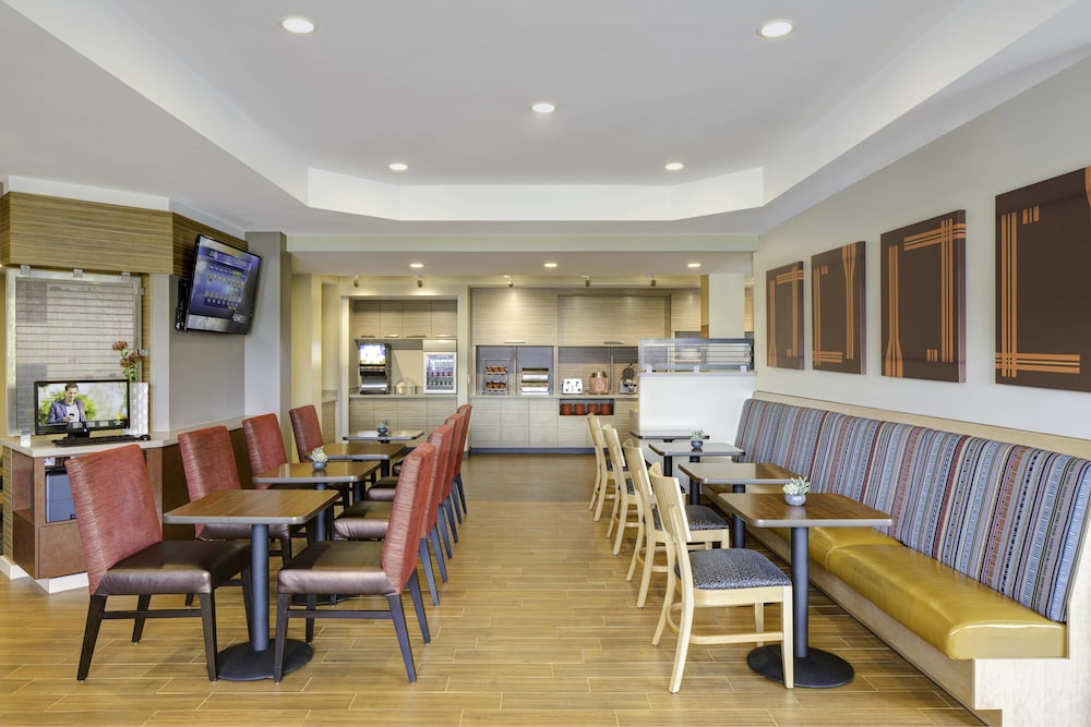 Restaurant, TownePlace Suites by Marriott Swedesboro Philadelphia