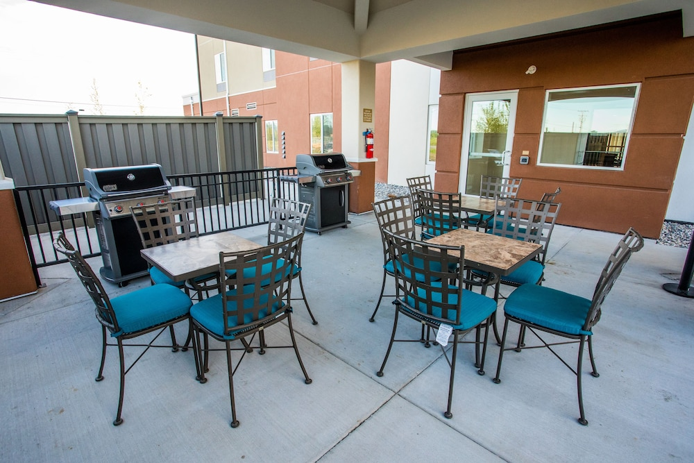 BBQ/Picnic Area, Candlewood Suites Fairbanks, an IHG Hotel