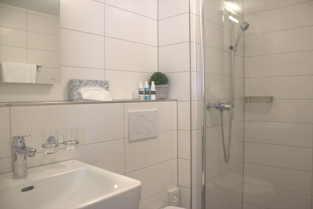 Bathroom, Marco Polo Business Apartments - Wohlen