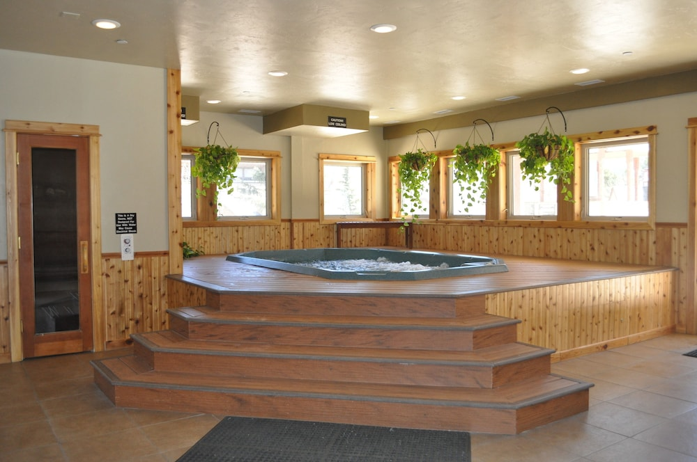 Indoor Spa Tub, Wedgewood Lodge