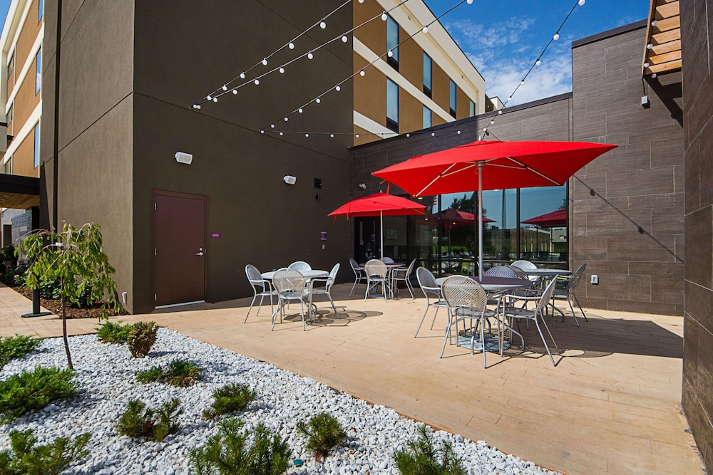 Terrace/Patio, Home2 Suites by Hilton Oklahoma City Yukon