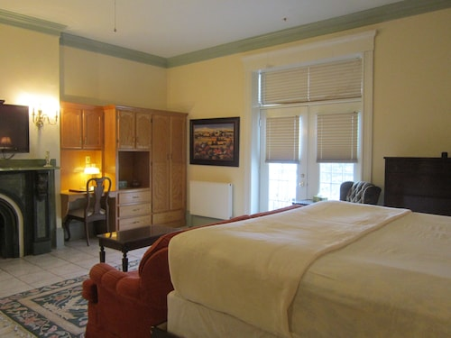 Great Place to stay Chipman Hill Suites - Senator Dever House near Saint John