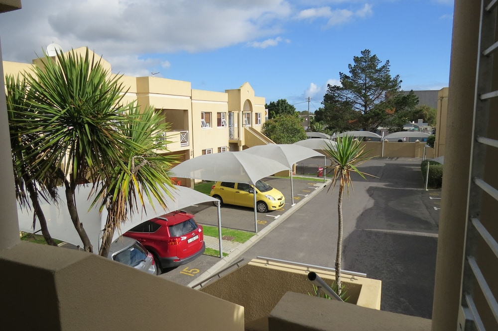 Smithland Guest Apartments in Cape Town | Hotel Rates