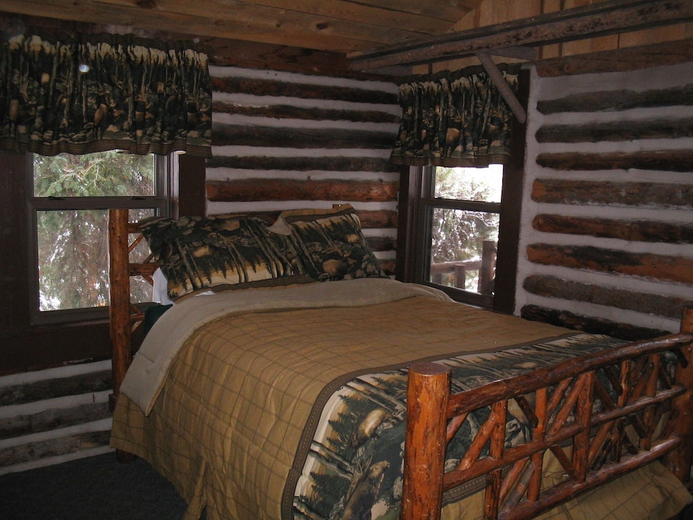 Room, South Fork Mountain Lodge
