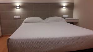 Cots/infant beds, linens