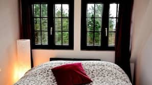 1 chambre, fer et planche à repasser, lits bébé (gratuits)