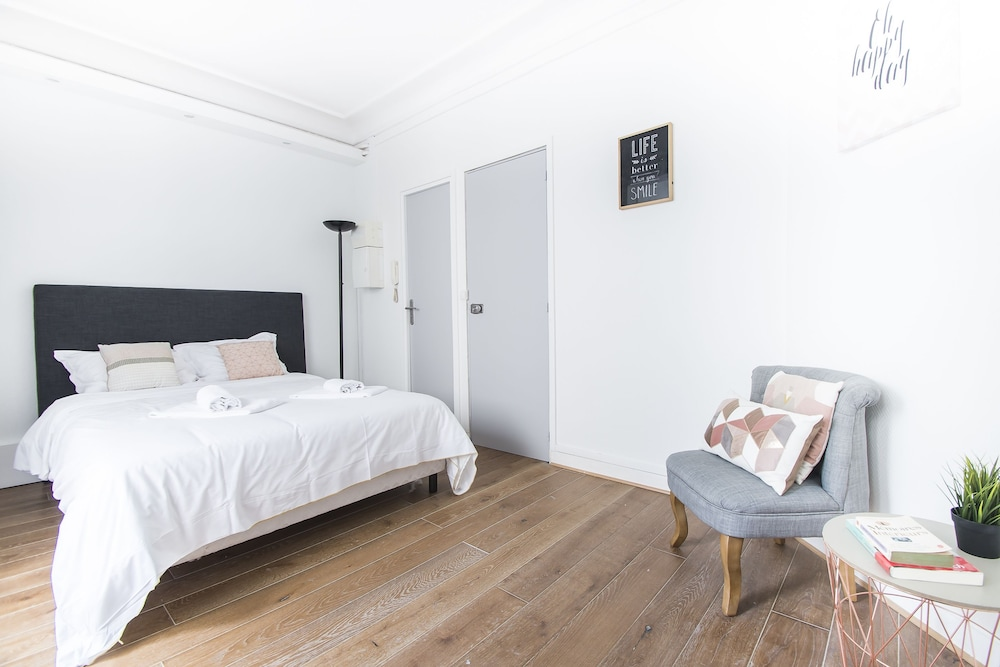Bathroom Studio   Featured Image Apartment ...