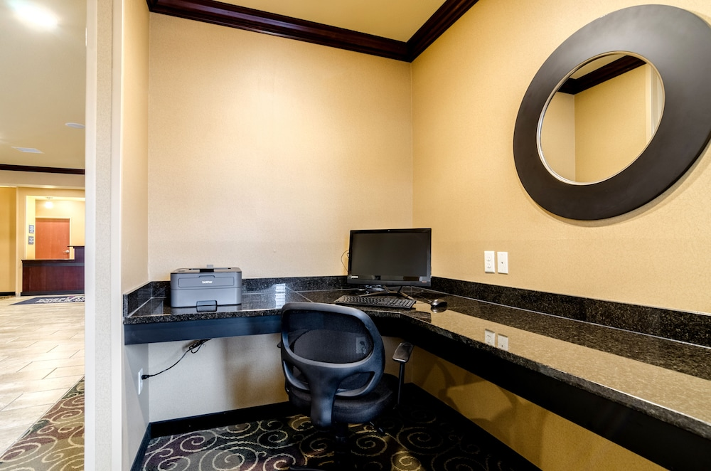 Business Center, Cobblestone Hotel & Suites - McCook