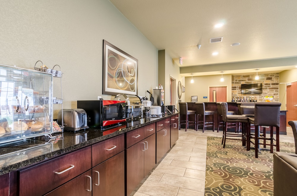 Breakfast Area, Cobblestone Hotel & Suites - McCook