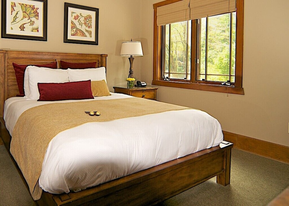 Room, The Esmeralda Inn at Lake Lure