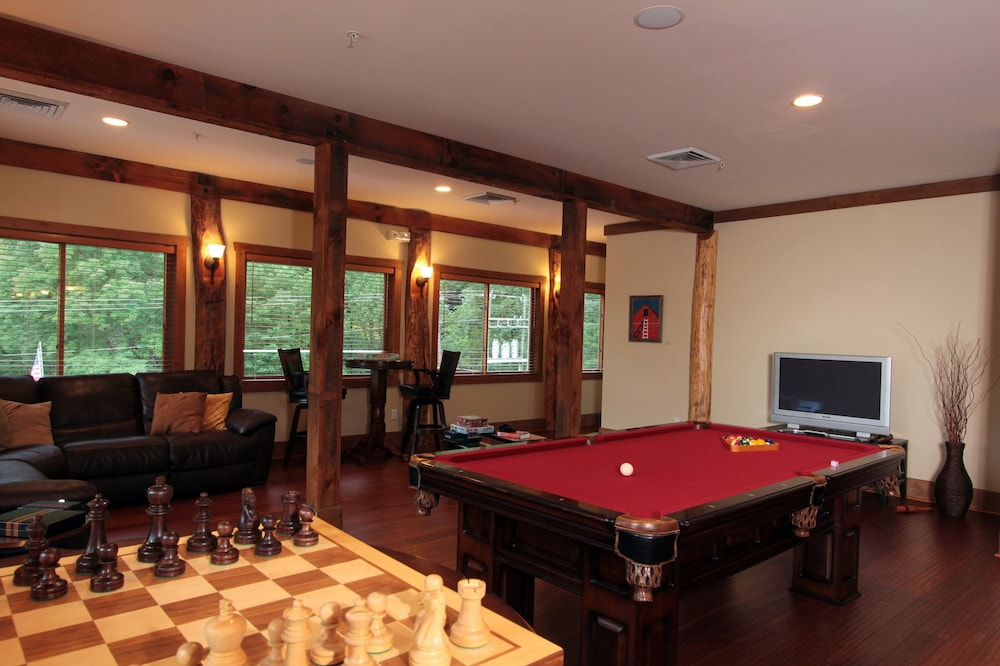 Billiards, The Esmeralda Inn at Lake Lure
