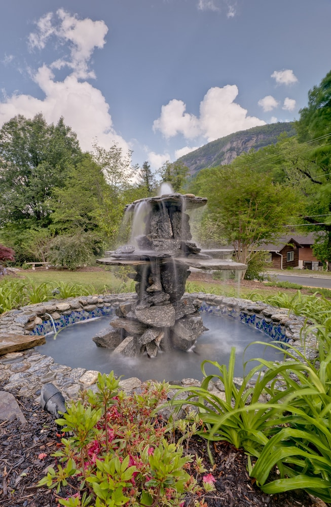 Fountain, The Esmeralda Inn at Lake Lure