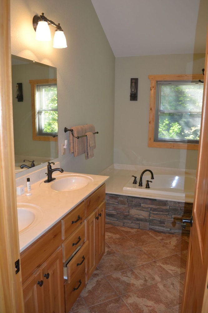 Bathroom, The Esmeralda Inn at Lake Lure