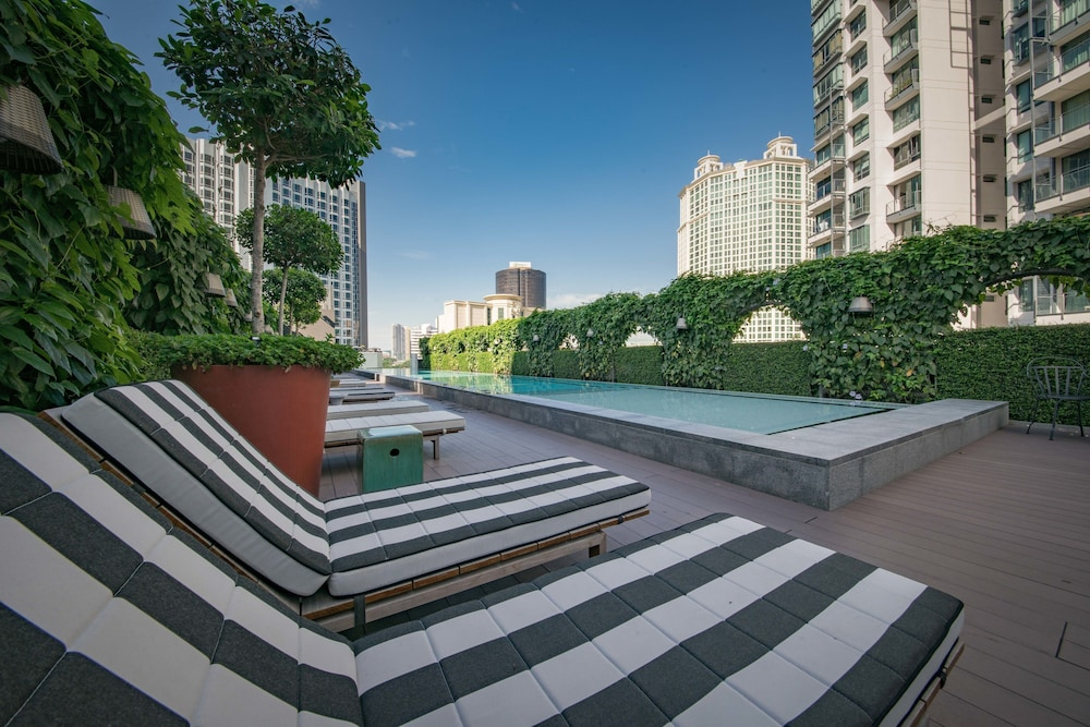Outdoor Pool, M Social Singapore (SG Clean)