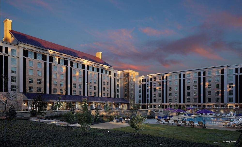Book the guest house at graceland memphis hotel deals for Hotels near graceland memphis tn