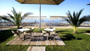 Private beach, free beach shuttle, sun-loungers, beach umbrellas