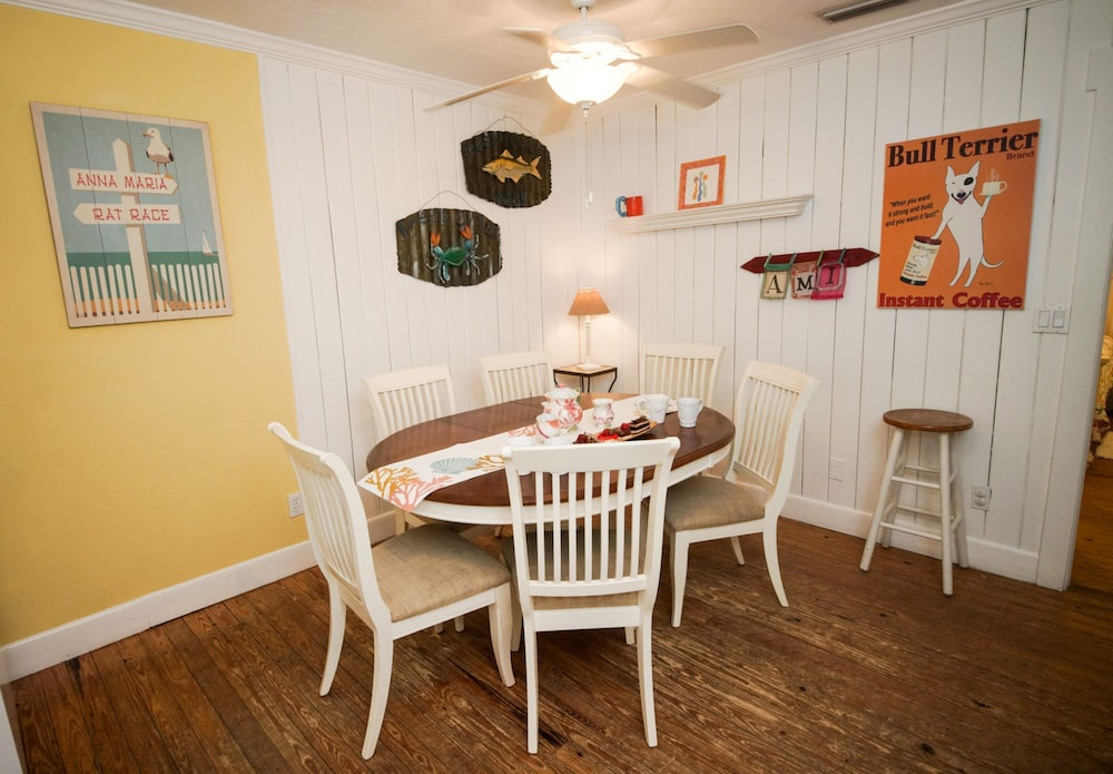 In-Room Dining, Anna Maria Beach Cottages