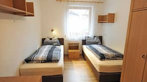 3 bedrooms, iron/ironing board, free cribs/infant beds, free WiFi