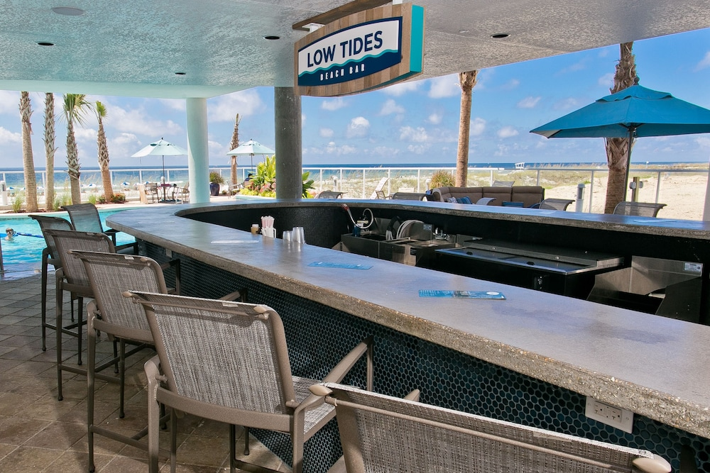 Poolside Bar, Best Western Premier The Tides
