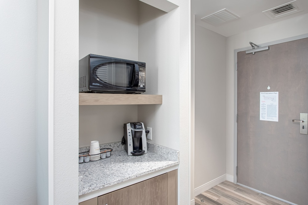 Private Kitchenette, Best Western Premier The Tides