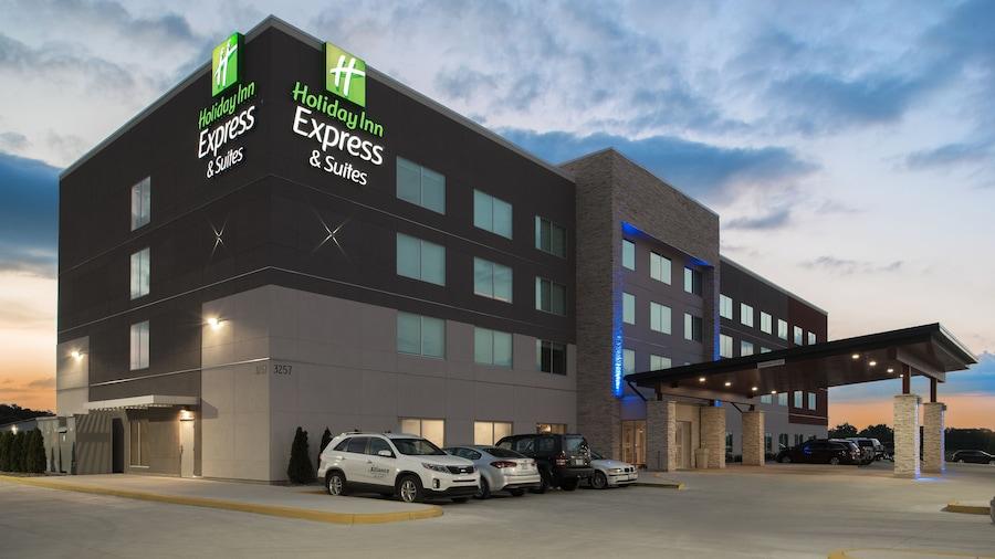 Holiday Inn Express & Suites Kingdom City, an IHG Hotel