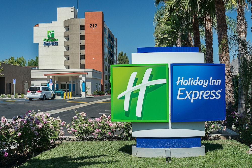 holiday inn express fullerton anaheim 2019 room prices. Black Bedroom Furniture Sets. Home Design Ideas