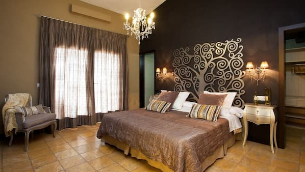 4 bedrooms, in-room safe, blackout curtains, iron/ironing board