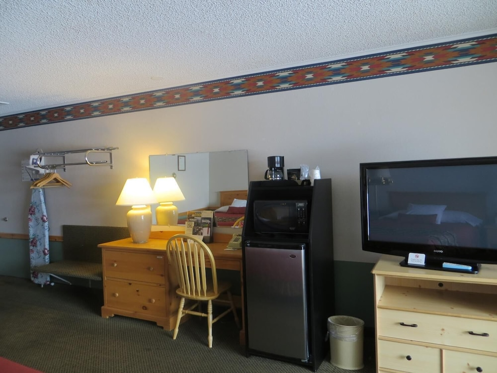 Room, Royal 7 Budget Inn Motel