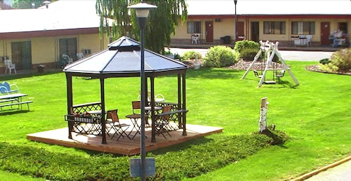 Gazebo, Royal 7 Budget Inn Motel