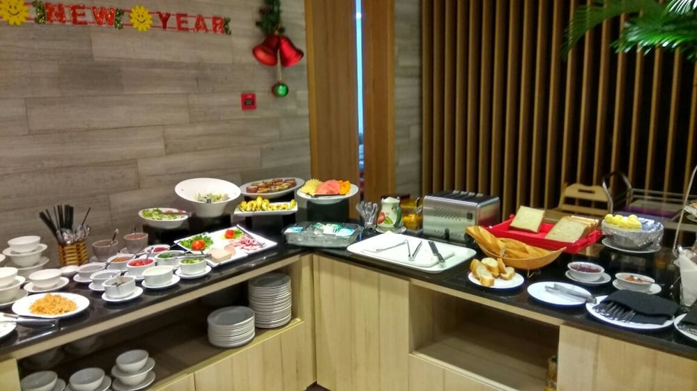 Breakfast buffet, Avanti Hotel