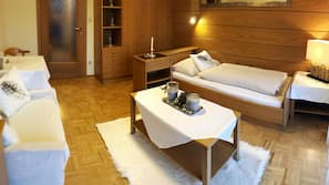 1 Schlafzimmer, Zimmersafe, Schreibtisch, Bügeleisen/Bügelbrett