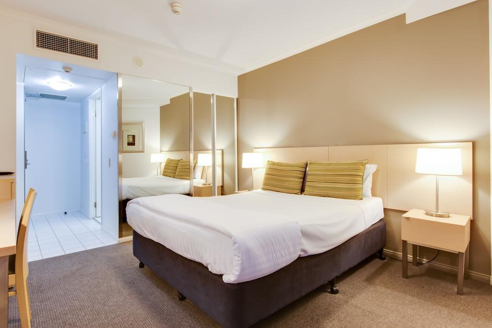 Oakwood Hotel & Apartments Brisbane Deals & Reviews ...