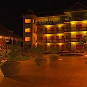 Two Moons Hotel - Hostel