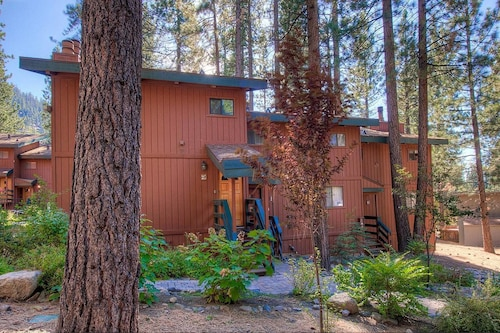 2BR Condo Steps from Heavenly California Lodge By RedAwning