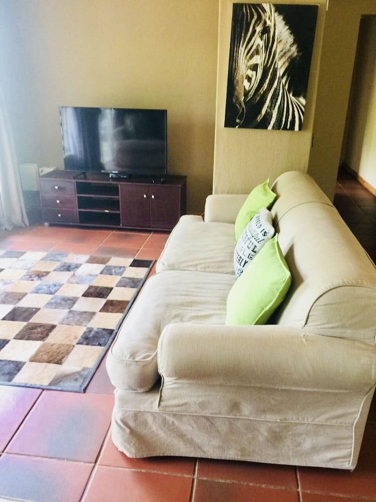 Living Room, Phumelelo Lodge