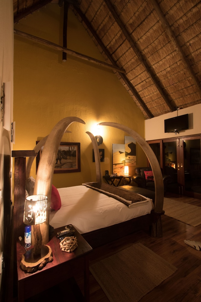 Room, Phumelelo Lodge