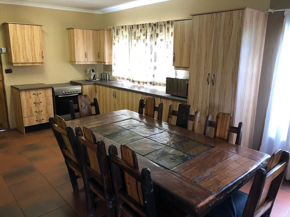 In-Room Dining, Phumelelo Lodge
