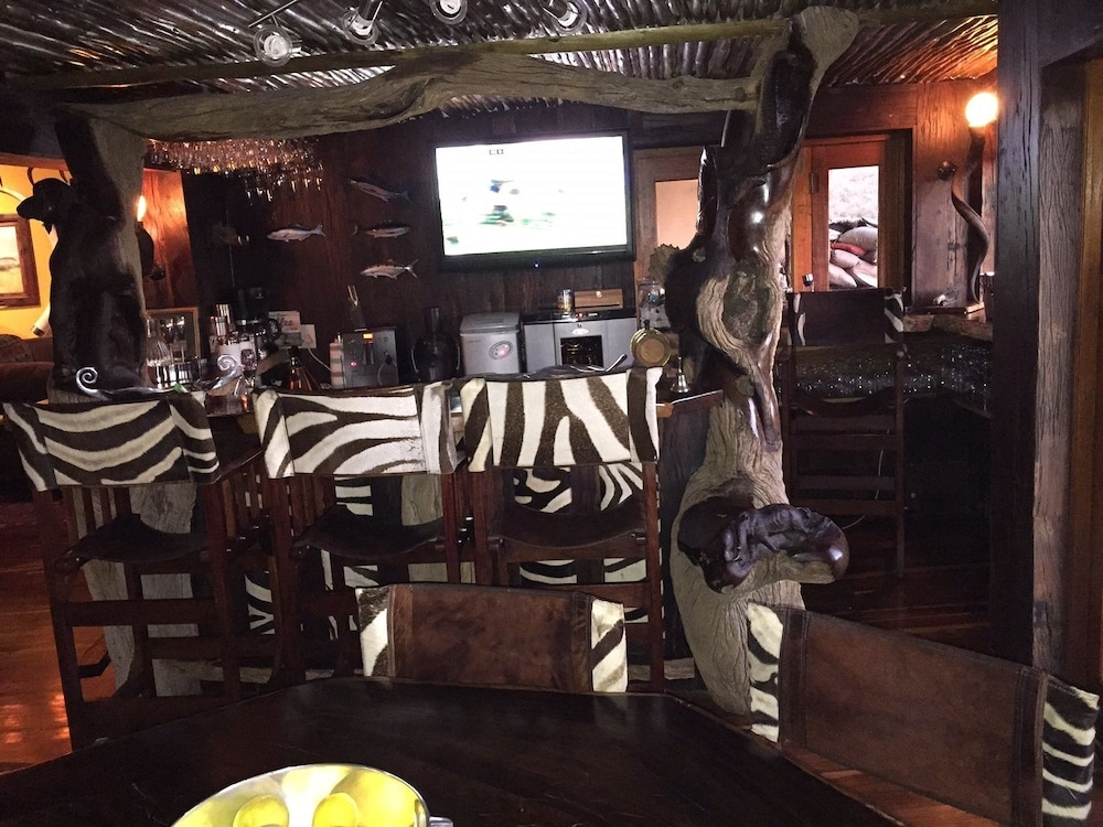Bar, Phumelelo Lodge