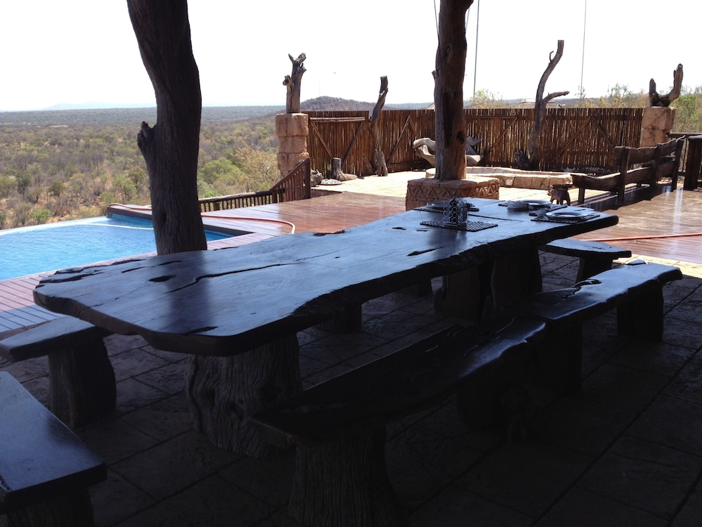 Outdoor Dining, Phumelelo Lodge
