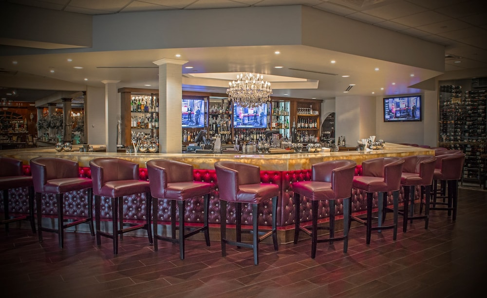 Bar, The Delavan Hotel & Spa