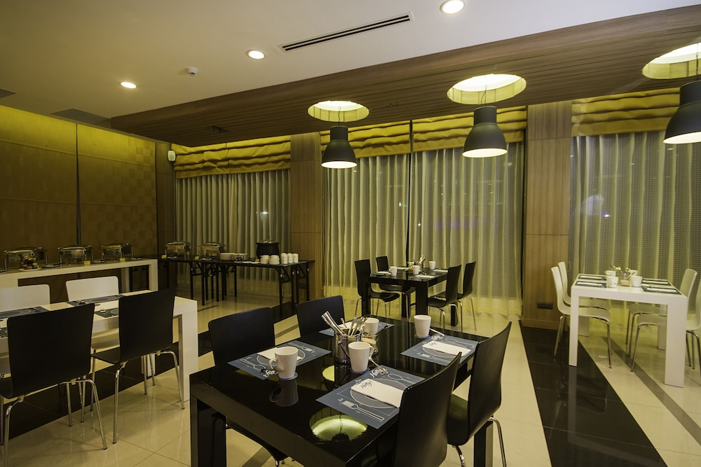 Couples Dining, Holly Hotel Myanmar