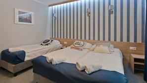 Hochwertige Bettwaren, Schreibtisch, schallisolierte Zimmer, Babybetten