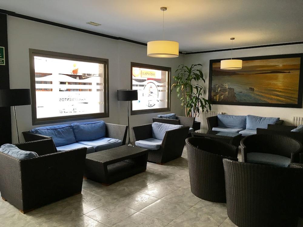Apartamentos el puerto ibiza esp ebookers for Apartamentos
