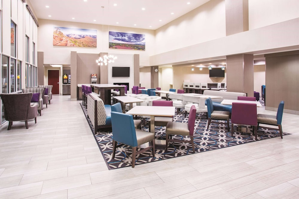 Breakfast Area, La Quinta Inn & Suites by Wyndham Williams-Grand Canyon Area